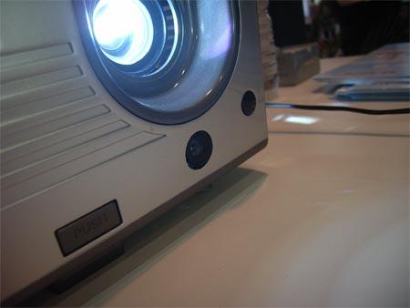 淘汰电子白板 多合一多媒体投影机问世