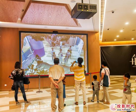 Vivitek(丽讯)D8800投影机打造的亲子互动娱乐区吸引孩子和家长们驻留、体验