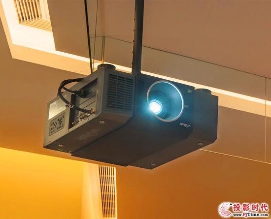 Vivitek(丽讯)D8800是一款400W双灯工程投影机