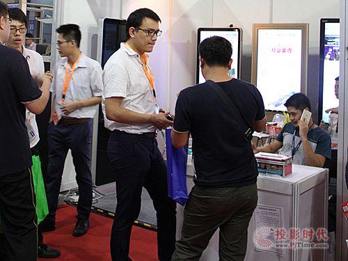 2015安博会 南翼科技液晶广告机助阵