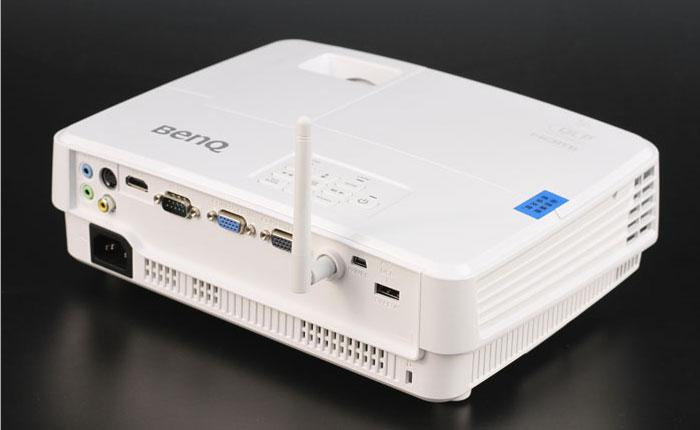 无线投屏高效办公 明基智能商务投影机E560评测