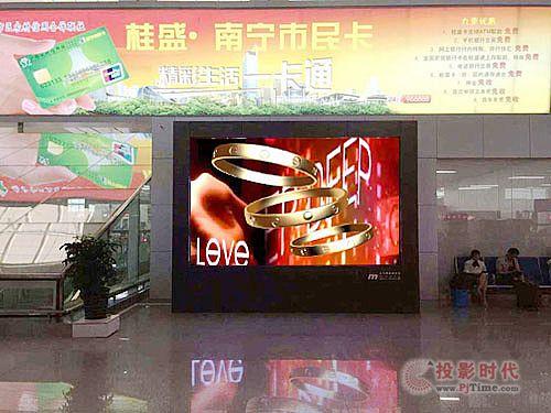 天马辉裸眼3D LED显示屏打造立体南宁东站