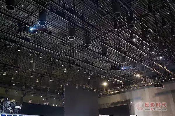 松下工程投影机助力ofo小黄车517品牌日