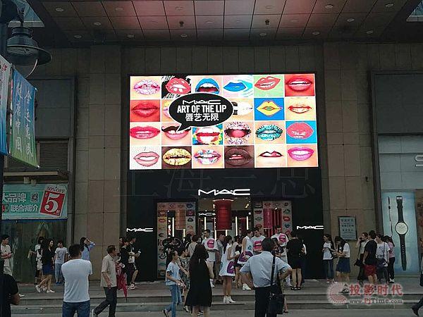 天津滨江道乐宾百货户外全彩显示屏