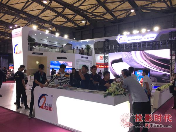 强力巨彩盛装亮相上海国际LED展