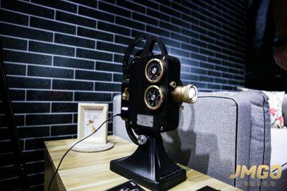 坚果1895复古电影机20日天猫首发 经典旅程即将开启