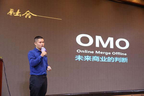 长虹电器数字标牌事业部总经理邹先林作主题演讲