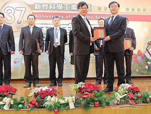 中强光电沉浸式曲面触控系统又获创新产品奖!