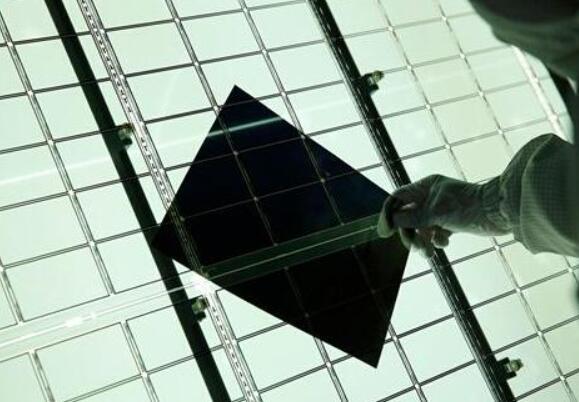 全球首条最大尺寸液晶屏生产线投产