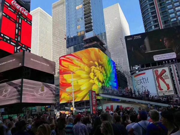 纽约时代广场1600㎡超高分辨率屏
