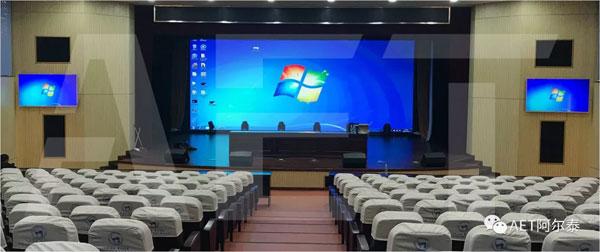 经过改造后的大礼堂,采用LED大屏幕 (像素间距2.5mm)