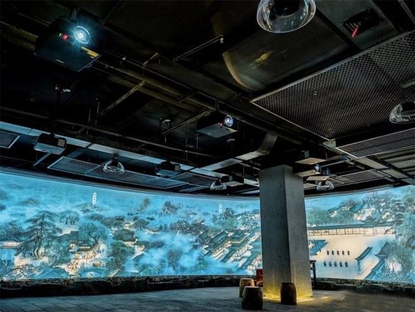 助力纳西文化传播,Vivitek(丽讯)DU7090Z激光工程投影机打造百米风情长卷
