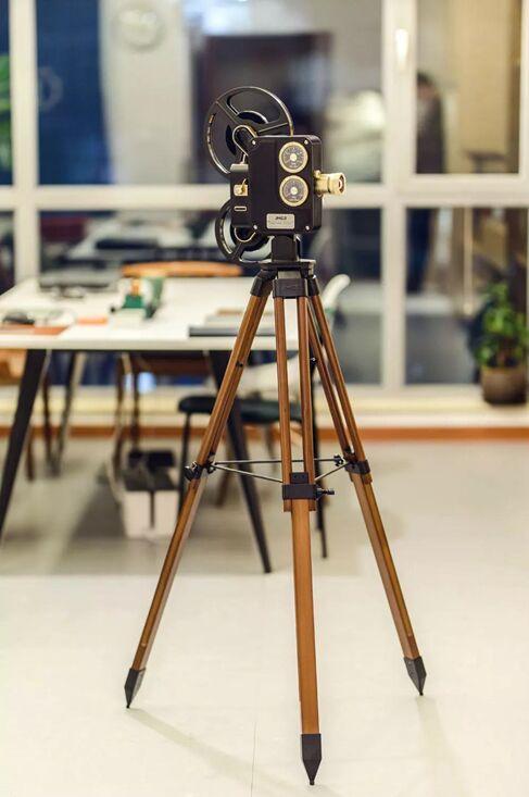 投影仪也能成为艺术收藏品?坚果1895电影机受影视圈热捧