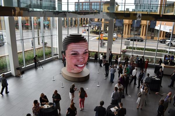 异型屏新高度,上海三思跨界巨型3D雕塑