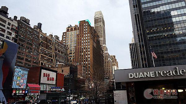青松科技光栅LED点亮城市之光-曼哈顿