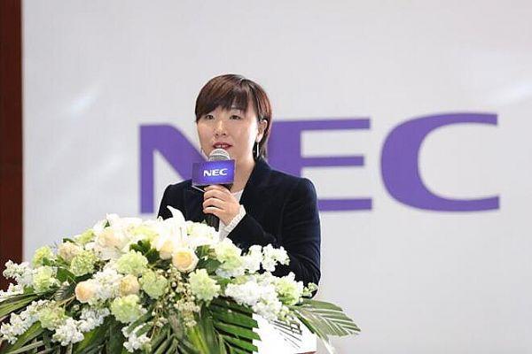 谭慧菊详细介绍了教育投影机售后服务信息