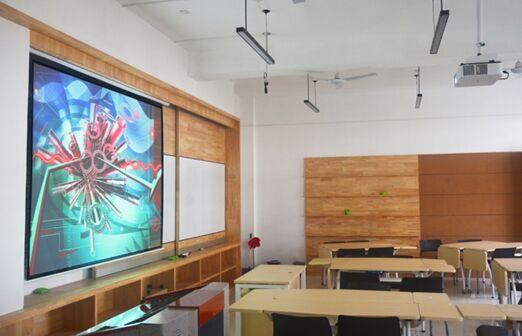 """激""""情梦想,跃然眼前——西安建筑科技大学用索尼P系列打造多样教室"""
