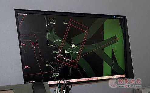 空中作战指挥控制中心进行飞行状态实时监控