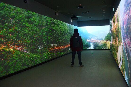 """探访郎酒集团展厅:纵览时间与空间的影像""""长廊"""""""