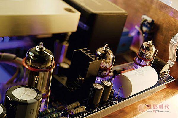 采用经典芯片:AMR Audio CD-77唱盘