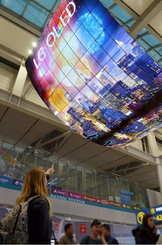 震撼体验 280张LG OLED商显大屏绽放仁川机场