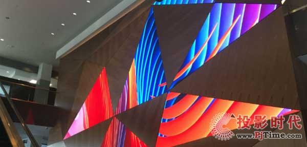 明尼阿波利斯第五街塔部署特色LED视频墙