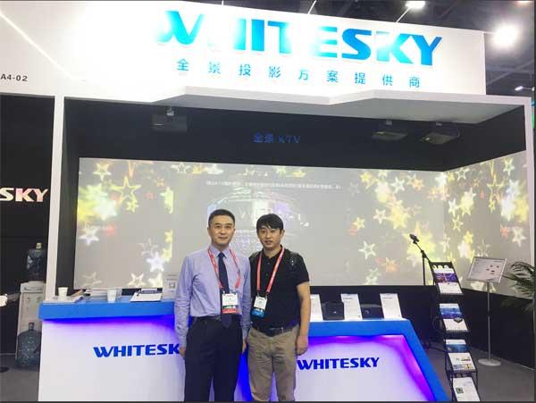 投影时代记者与皓空智能终端事业部总经理石玮先生