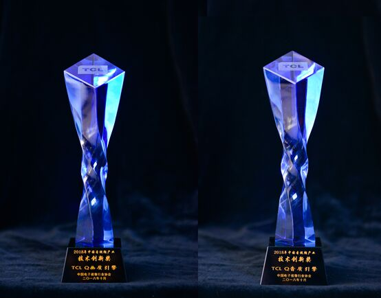 "XESS浮窗全场景TV&C7剧院电视行业大会上""抢戏"",双双获产品创新奖"