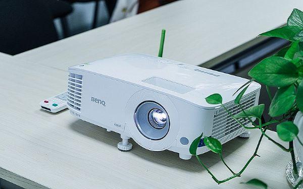 BenQ智能商务投影机