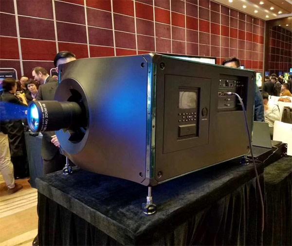 """科视""""RealLaser""""D4K40-RGB真激光投影机"""