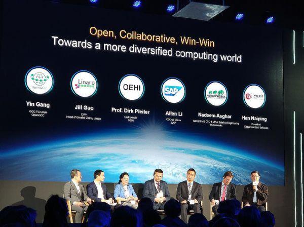 中标软件总经理韩乃平参会并参与产业合作高峰对话