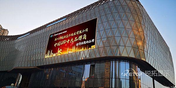 天津周大福金融中心东立面