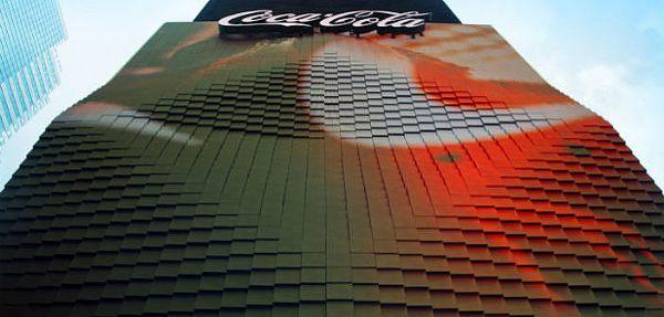 可口可乐在时代广场打造3D机器人广告牌