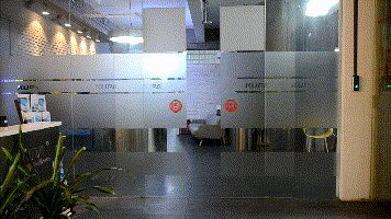 把玻璃隔断门变成显示屏,库帕投影机竟然这么玩