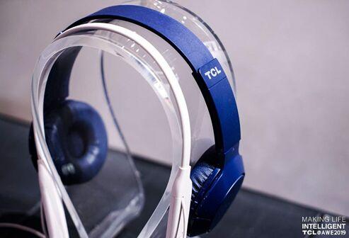 高颜值TCL耳机亮相AWE 吸引现场观众跃跃欲试