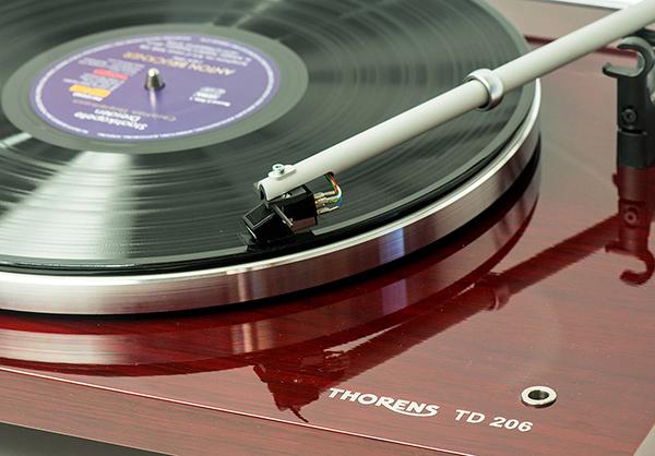 方型底座,三点支撑:Thorens TD 206黑胶唱盘