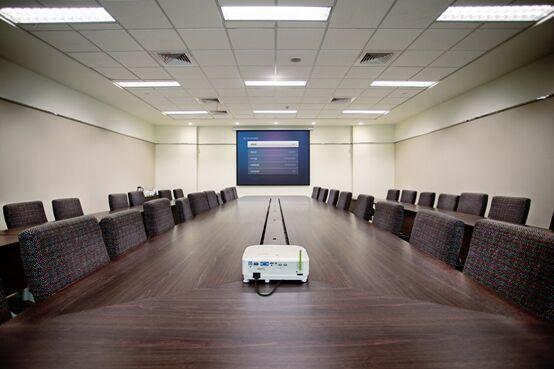 有了明基智能商务投影机,从此跟甲方开会都是自信的模样