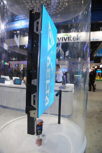 图四 台达小间距LED通过真空纳米涂层技术,具有更加优秀的防潮、防水、防盐雾性能表现,是环境相对较恶劣的控制室、商业显示等室内高端显示的最佳选择