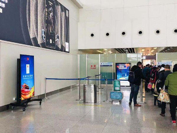 厦门机场T4候机楼启用飞利浦商显