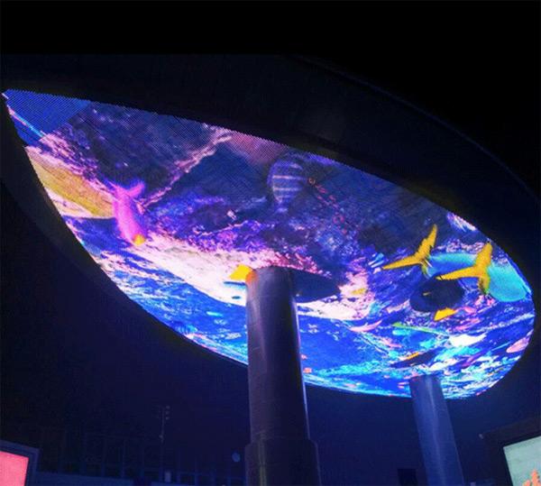 ▲北京五棵松华熙广场天幕