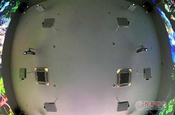 12台索尼激光工程投影机VPL-F540HZ创造的大型互动影像空间