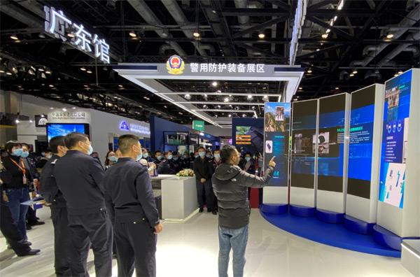 北京市公安局领导莅临展位参观指导