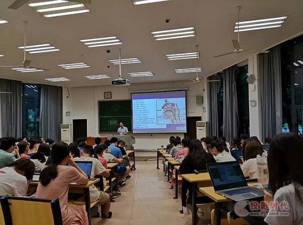 视美乐投影机打造武汉大学多媒体教室
