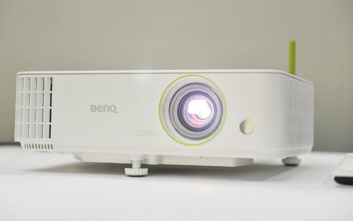 明基E592智能商务投影摄影工作室应用开机调试简单快捷