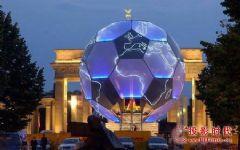 <font color='#FF0000'>FIFA</font> 2006 F1+打造直径为22米的超大足球