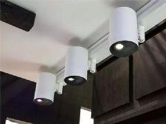具备激光投影机和聚光灯双重特点的创新产品,爱普生发布LightSceneEV-100投影灯展现震撼光影世界