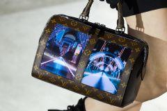 柔性显示屏被LV用在了手包上
