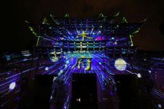 用科技延续东巴文化,丽讯投影机打造绝美木府灯光秀