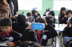 中国移动5G+<font color='#FF0000'>VR</font>助力教育扶贫